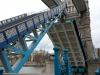 Tower Bridge hebt sich, um ein Boot passieren zu lassen